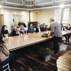 Wreath making workshop at Pinc taught by Nia Prytherch